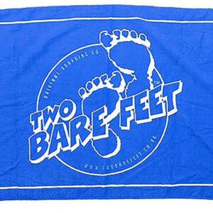 two_bare_feet_beach_towel